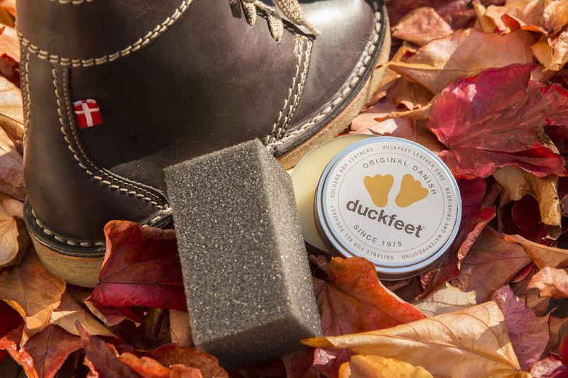 70c36674 Selv sko med håndplukkede materialer av ekte kvalitet kan bli skitne og  slitne etterhvert – men med noen små forholdsregler kan skoene holde seg  som nye i ...